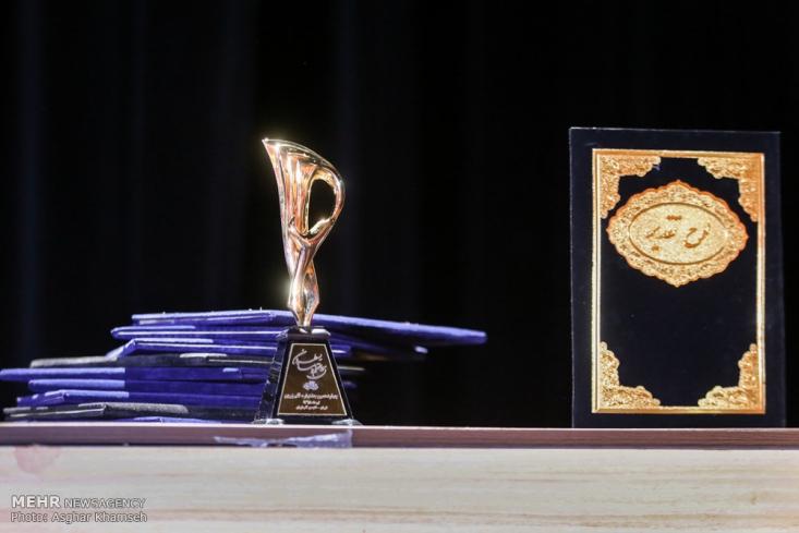 برگزیدگان هجدهمین دوره جایزه ادبی قلم زرین معرفی و تجلیل شدند. در این مراسم همچنین از جمال شورجه به عنوان «هنرمند ارزشی و فرهنگی عضو انجمن قلم» تجلیل به عمل آمد.