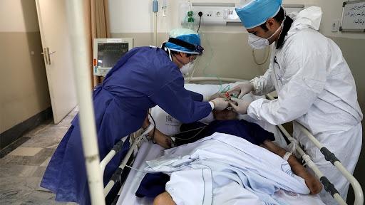 سخنگوی وزارت بهداشت: از دیروز تا امروز ۱۴ تیر ۱۳۹۹ و بر اساس معیارهای قطعی تشخیصی، دو هزار و ۴۴۹ بیمار جدید مبتلا به کووید۱۹ در کشور شناسایی شد که یک هزار و ۱۴۸ مورد بستری شدند.