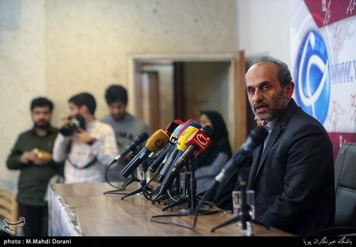 رسانههای برونمرزی صداوسیما حامی سیاست خارجی دولت جمهوری اسلامی هستند و شما در حال بریدن شاخهای هستید که خودتان رویش نشستهاید. اگر هدف شما این است که سر صداوسیما را ببرید، فقط سر صداوسیما را نمیبرید بلکه به قدرت دفاعی و بازدارندگی کشور هم لطمه میزنید.