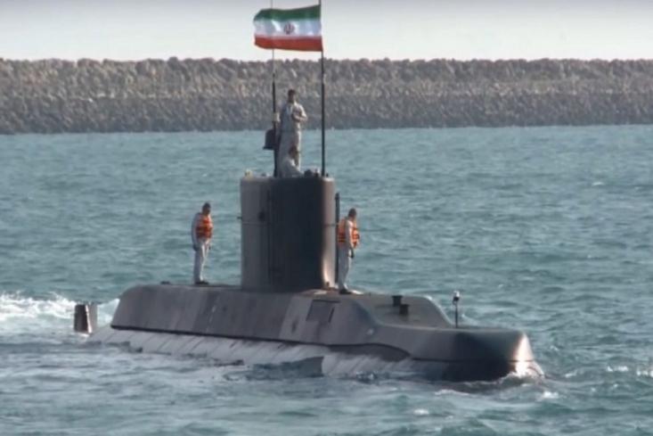 زیردریایی نیمه سنگین بومی فاتح برای اولین بار در رزمایش مشترک ذوالفقار ۹۹ ارتش شرکت کرد.