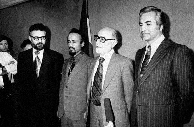 فرش قرمز بازرگان پیش پای صدام؛ لغو قرارداد های نظامی ایران، پیش از حمله رژیم بعث/ حسن روحانی:  اگر نادانی دولت موقت نبود، جنگ بر ما تحمیل نمیشد