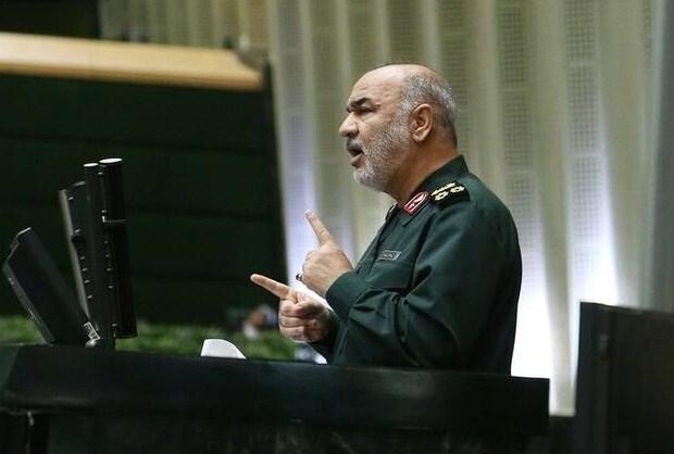 فرمانده کل سپاه پاسداران اسلامی تاکید کرد: که غیظ آمریکا دائمی بوده و ماهیت آن استکباری است. اگر با او سازش هم کنیم در نهایت اراده ما را میشکند و هر ملتی تا زمانی در برابر دشمن استوار است که اراده او پابرجاست.