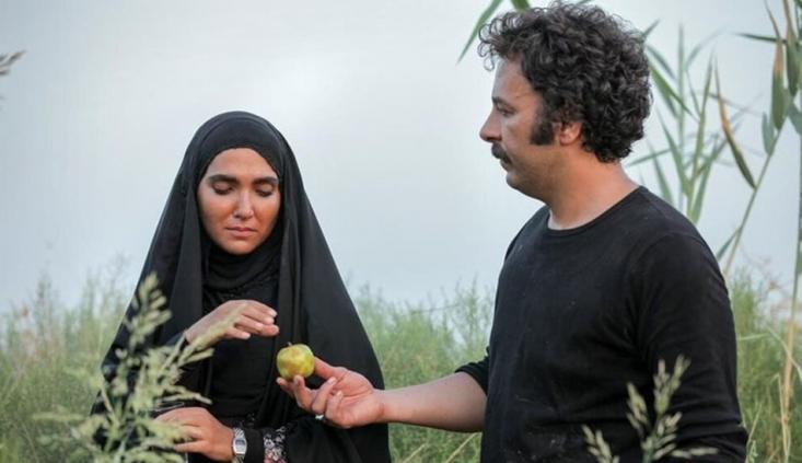 سریال نجلا سعی کرده بسیاری از واقعیتهایی که تاکنون در سینما و تلویزیون مورد غفلت واقع شدهاند و به آنها پرداخت نشده است را به تصویر بکشد. در واقع این سریال به مجموعهای از اولینها را در قالب یک سریال تلویزیونی، که ریتم خوبی هم دارد، پرداخته است.
