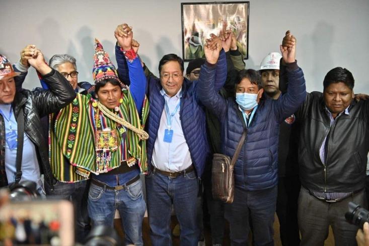 درشکستی دیگر برای آمریکا که با کودتا به دنبال سرنگونی جریان ضد امپرپالیسم در بولیوی بودند، نامزد حزب سوسیالیستها و از افراد نزدیک به «اوو مورالس» رییسجمهور سابق بولیوی، با کسب بیش از ۵۲ درصد آراء در انتخابات ریاستجمهوری این کشور پیروز شد.