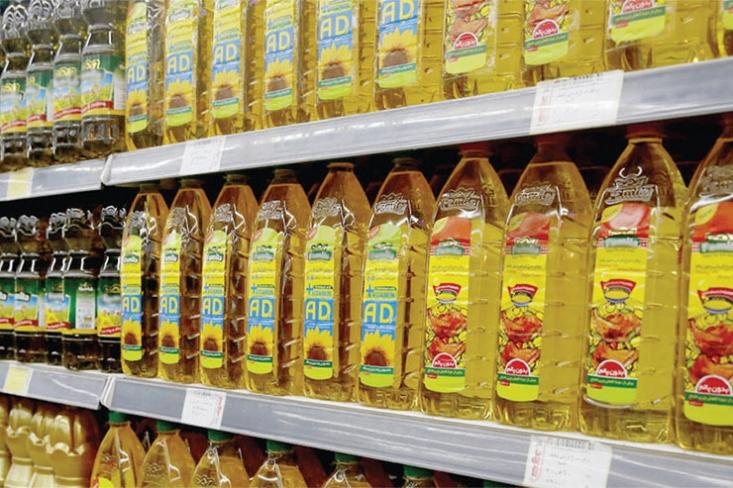 مسئله کمبود روغن خوراکی در بازار جدای از افزایش قیمت مواد اولیه تولید روغن، که مشکلاتی را برای تولیدکنندگان به همراه داشته است، به عدم تخصیص ارز برای واردات مواد اولیه این کالای اساسی بازمیگردد.