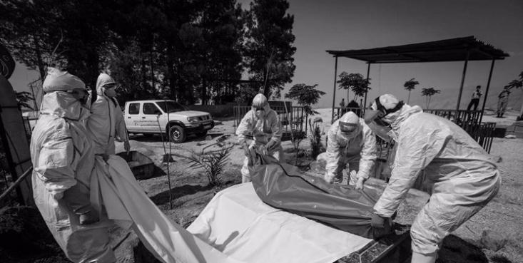سخنگوی وزارت بهداشت گفت: متاسفانه در طول ۲۴ ساعت گذشته، ۴۱۵ بیمار کووید۱۹ جان خود را از دست دادند.