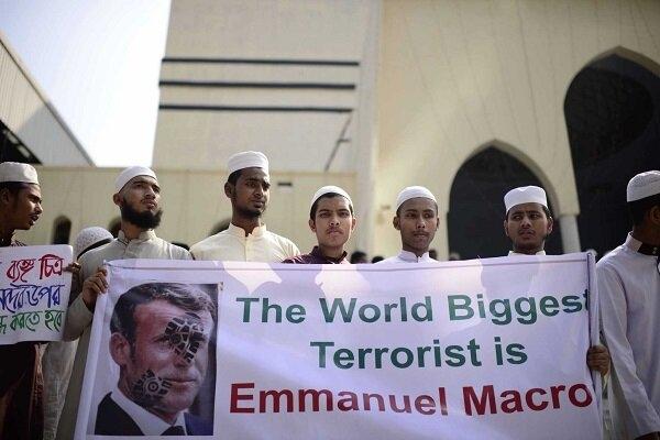 در پی واکنش کشورهای مسلمان به اقدامات و اظهارات ضد اسلامی مقامات فرانسوی، اندونزی سفیر فرانسه در جاکارتا را احضار کرد.