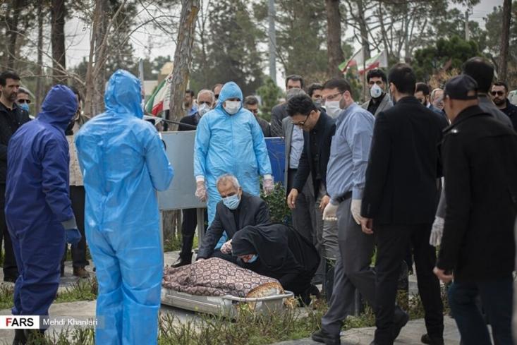 سخنگوی وزارت بهداشت گفت: متاسفانه در طول ۲۴ ساعت گذشته، ۴۵۹ بیمار کووید۱۹ جان خود را از دست دادند و مجموع جان باختگان این بیماری به ۳۸ هزار و ۲۹۱ نفر رسید.