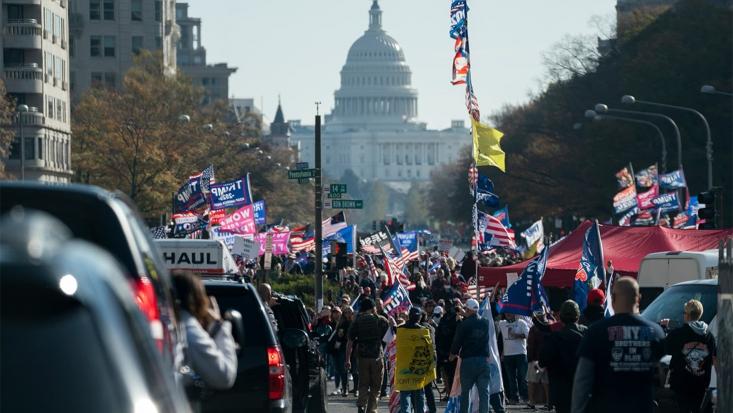 حامیان  ترامپ که به نتایج انتخابات ۲۰۲۰ آمریکا معترضند، خود را به واشنگتن رساندهاند تا در راهپیمایی میلیونی این شهر شرکت کنند.