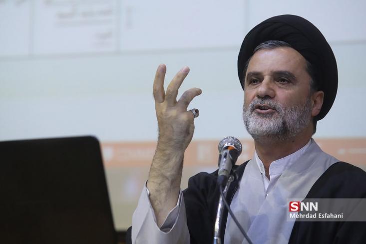 نائب رئیس کمیسیون اصل نود گفت: نزدیک هشت ماه است که آقای روحانی در قرنطینه به سر میبرد و در قرنطینه به این طرف و آن طرف دستور میدهد. آیا به خاطر این که آمریکا، ایران را تحریم کرده، آقای روحانی مجبور شده هشت ماه در قرنطینه باشد؟