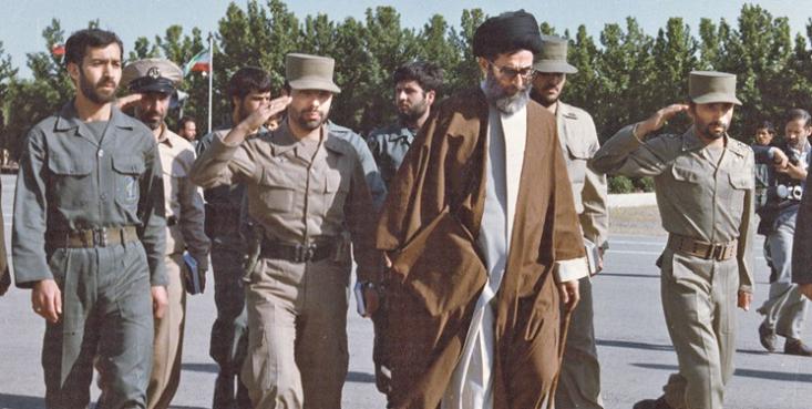 رهبر انقلاب خطاب به شهید صیادشیرازی فرمونده بودند: ۲۰سال بعد به شما به چشم قهرمانان ارتش نگاه خواهندکرد، ممکن است شما آن روز زنده باشید، ممکن به شهادت رسیده باشید در راه این هدف ، لیکن بهرحال شما آن روز قهرمانید.