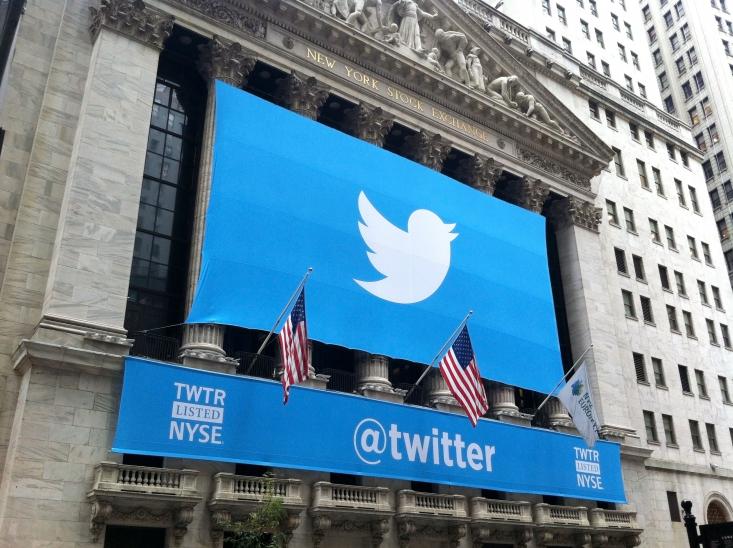 توئیتر حتی برای این اتفاق بارها توئیت رئیس جمهور آمریکا را حذف یا برچسب زنی کرد و آن را گمراه کننده خواند. این اتفاق در حالی بود که در اتفاقی مشابه در سال 1388 آمریکاییها نه رسانههای رسمی که اتفاقا به فیک نیوزها رسمیت بخشیده بودند.